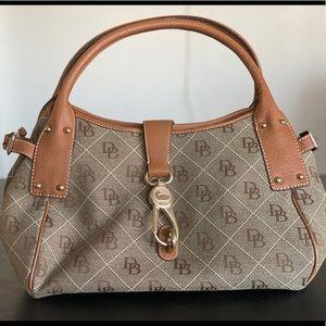 EUC Dooney & Bourke medium signature satchel